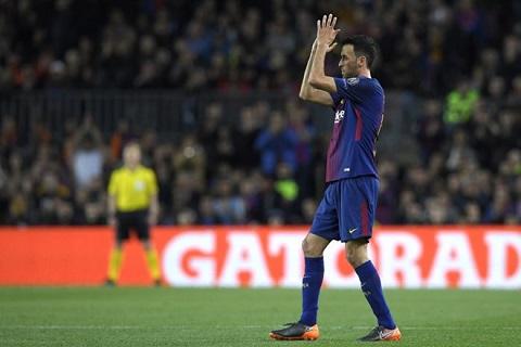 Sergio Busquets đang đòi tăng lương khiến Barca đau đâu.