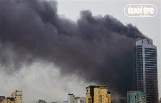 Smoke and flames in the skyscraper EVN - Hanoi - Vietnam