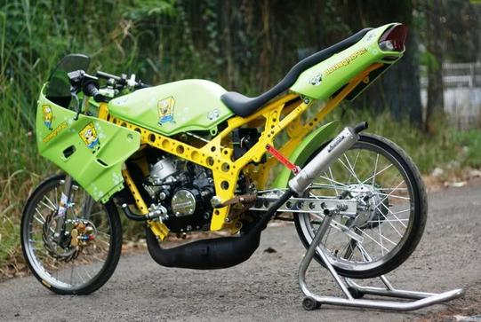 Modifikasi Kawasaki Ninja R Gaya Dragstyle - Cara Modifikasi Ninja R 150 Super Kips 2 Tak Gaya Simpel Minimalis Terbaru