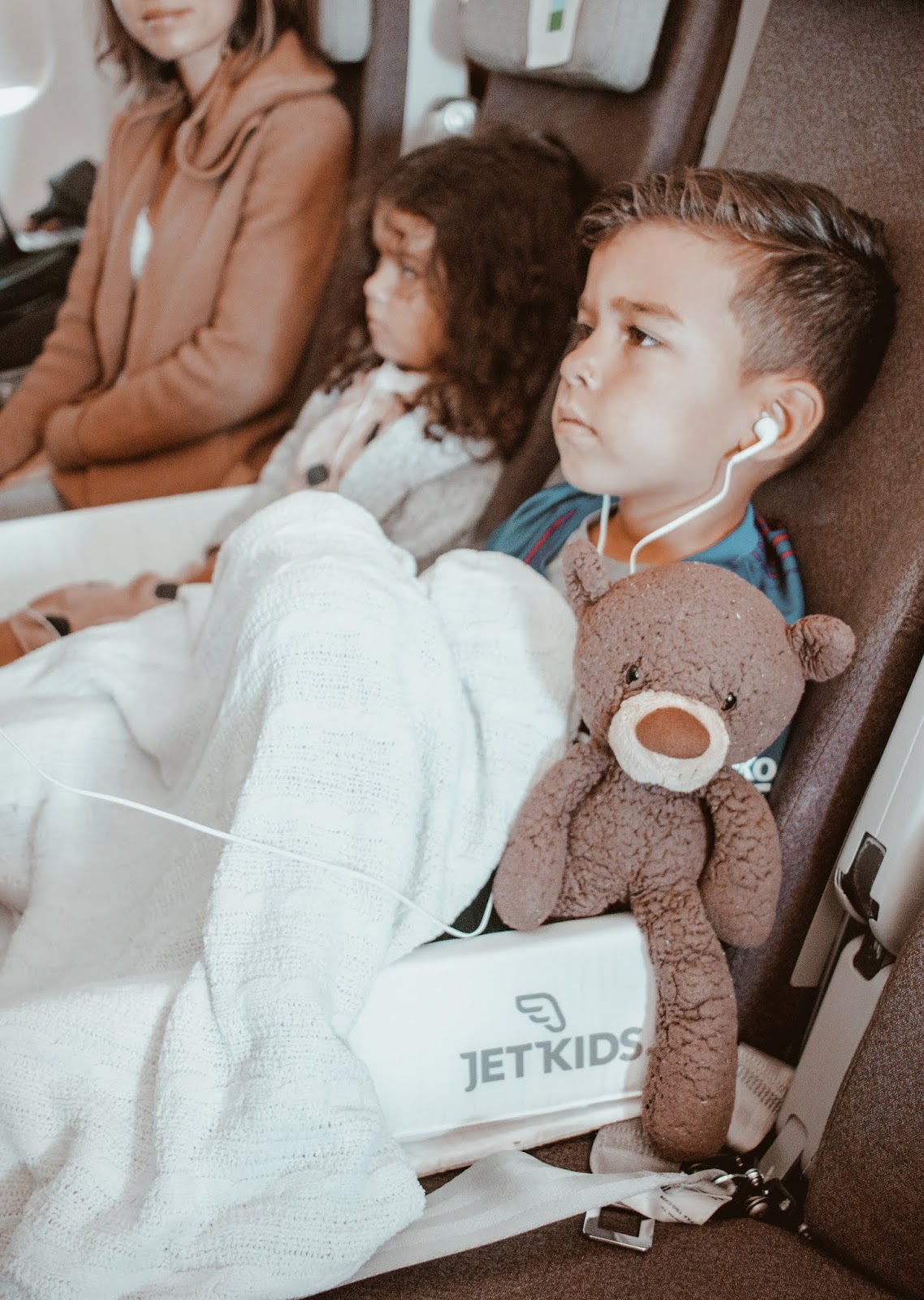 10 tips to keep kids happy in flight