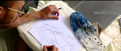 Si pemilik, Pak Aldi Vachon mengaku tak menyangka bakal sukses di bisnis ini. Saat merintis bisnis sepatu FlameOn Footmate pada tahun 2010, Pria asal Bandung ini masih coba-coba. Ide memperlebar ruang gerak pasar FlameOn Footmate sejak ia menikahi isterinya tercinta, Ibu Ganea. Kisah cinta Aldi dan Kiko pun mampu mengkreasikan desain yang sangat lovely dan juga, romantis.