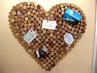 kunterbunte tr umchen korkpinnwand herz recycling von korken. Black Bedroom Furniture Sets. Home Design Ideas
