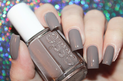 "Swatch of the nail polish ""Chinchilly"" from essie"