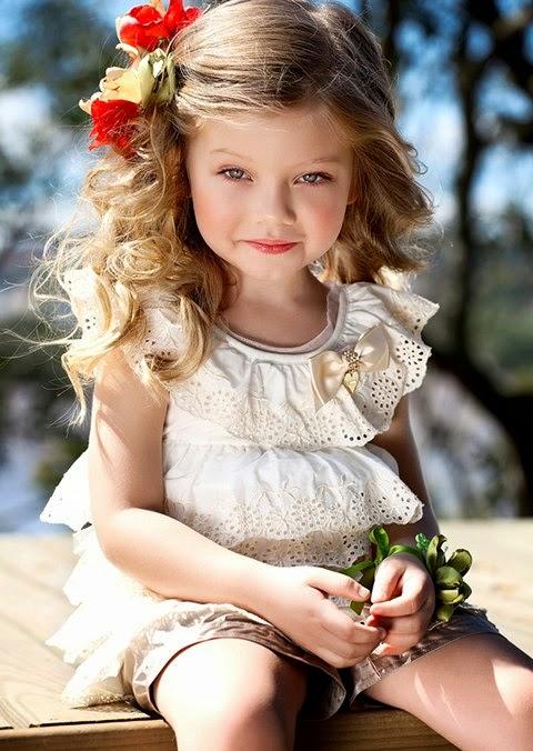 Gambar anak berambut pirang