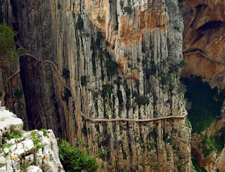 10 địa điểm du lịch nguy hiểm hút khách nhất thế giới - Ảnh 9
