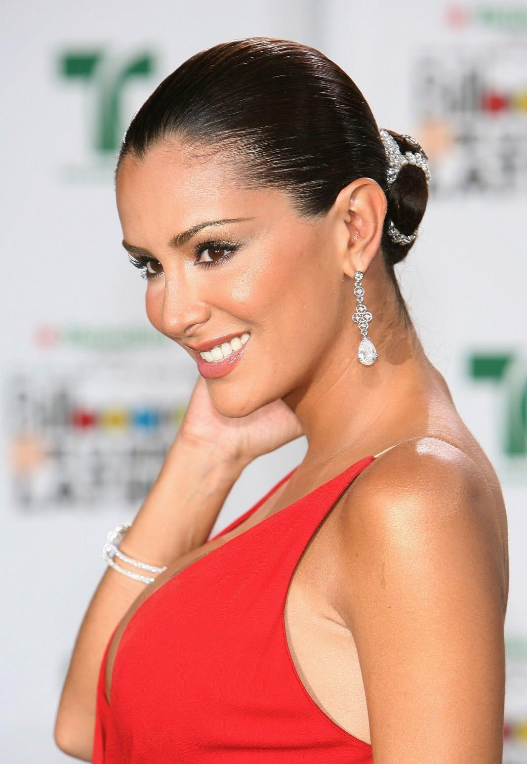 Ninel Conde Very Huge Cleavage Show - Must See  Hot -9820