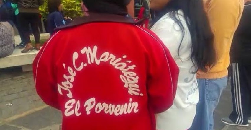 Escolares de Trujillo participan en marcha por huelga de maestros