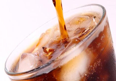 الجمعية الأمريكية للسكري تحذر مرضى السكر من تناول المشروبات الغازية