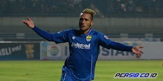 Raphael Maitimo Diragukan Perkuat Persib Bandung vs Arema FC