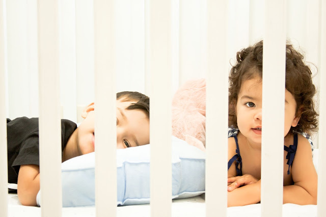 CRIB WITH KIDS