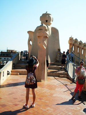 http://s-fashion-avenue.blogspot.it/2016/06/barcelona-travel-diary-part-2-gaudi.html