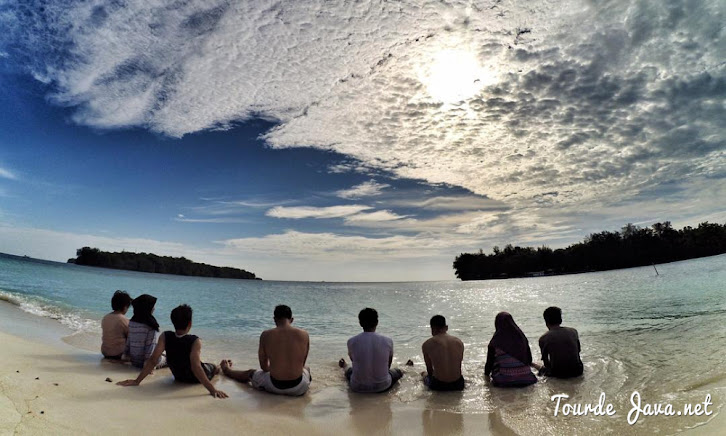 wisata pantai dan wisata bahari pulau dolphin