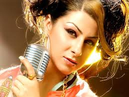 Rapper Hard Kaur was caught on camera at a recent event abusing Sunny Leone in public.   A video which has gone viral shows her striking some sexy poses to the media, which she followed up with an unprovoked abuse on Sunny Leone.