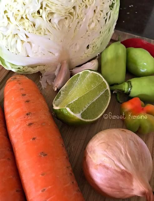 sweet kwisine, pikliz, chou, carottes, bananes pesées, cuisine haïtienne, Haïti, cuisine antillaise, Martinique, Guadeloupe, caribbean food, haitian food, habanero, scotch bonnet pepper, piment antillais