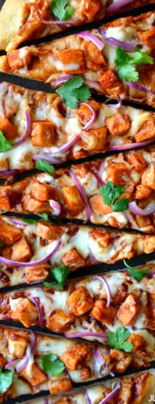 30-Minute Barbecue Chicken Pizza #BARBECUE #PIZZA