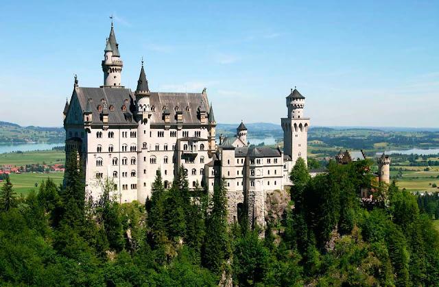 Бавария, замок Нойшванштайн.