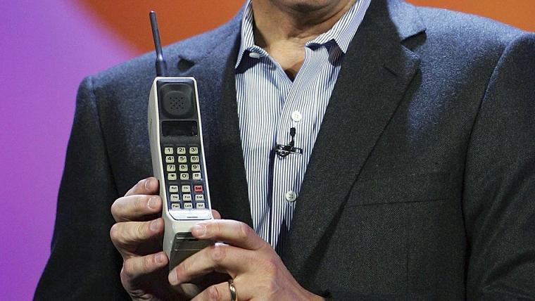 primeiro telefone celular dynatac 8000x