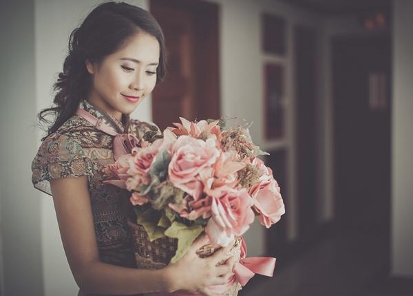 Vì sao con gái thích được tặng hoa
