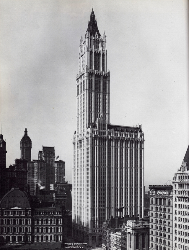 Old picture of the Woolworth Building, New York City