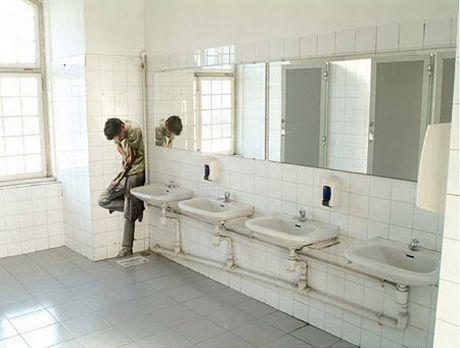Modern Bathroom Wall Decorations
