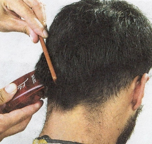 Corte de pelo la v de hombre