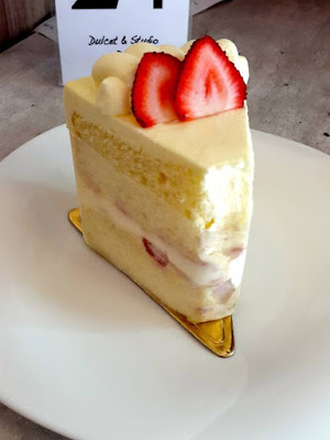 Dulcet & Studio Strawberry Cheesecake Chiffon Cake