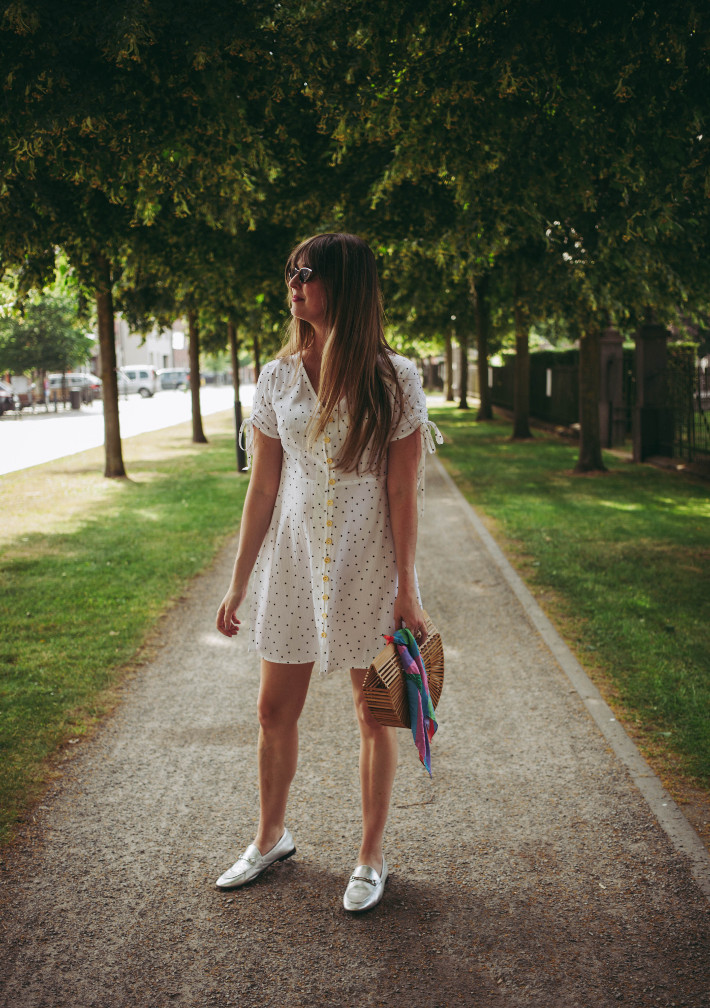 Outfit: romantic in white polkadotted dress