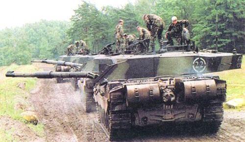 Royal Scots Dragoon Guards berlatih dengan Challenger 2s