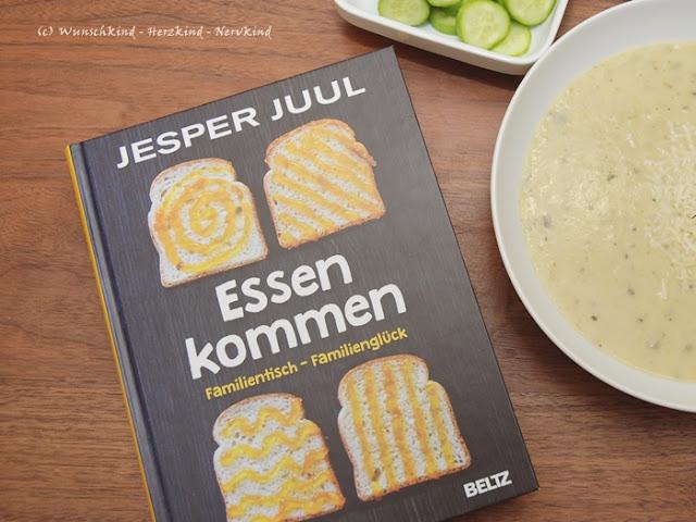In dem neuen Buch von Jesper Juuls geht es um das gemeinsame Essen mit Kindern und die vielen Konflikte und Probleme, die sich darum in der Famile gestalten können. Juuls gibt Lösungsansätze und Denkanstöße, die alles viel unkomplizierter und angenehmer für die ganze Familie an gemeinsamen Familientisch werden lassen.