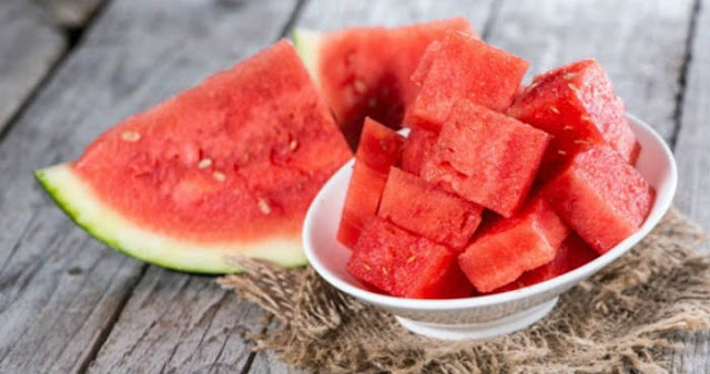 5 Benefits of Treating Your Face with Watermelon