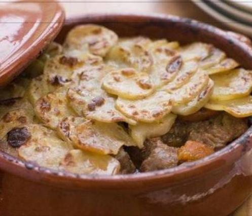 كيفية عمل طاجن بطاطس باللحم