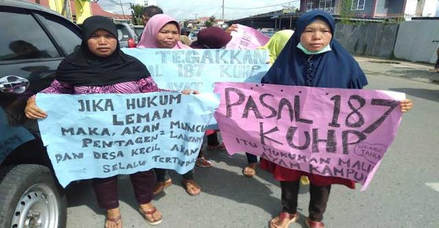 Protes Tuntutan JPU, Warga Datangi Kejaksaan dan Pengadilan Sungaipenuh