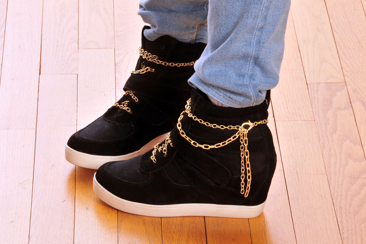 So, I make stuff: $NEAKER$: Gold Chain Laces