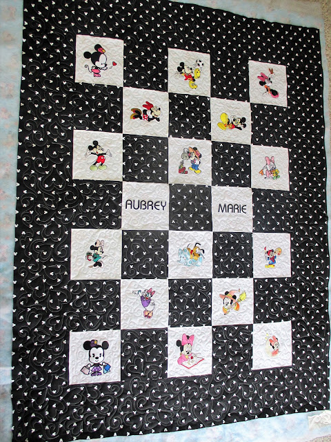 Minne Mouse Embroidered Quilt