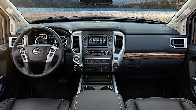 Interior view of 2017 Nissan Titan