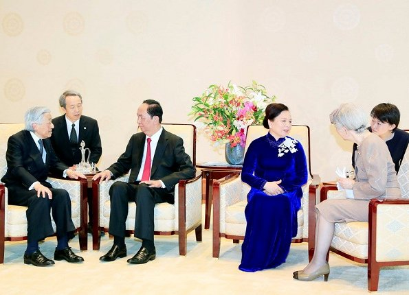 Emperor Akihito, Empress Michiko, Crown Prince Naruhito and Crown Princess Masako welcomed President Tran Dai Quang and his wife Nguyen Thi