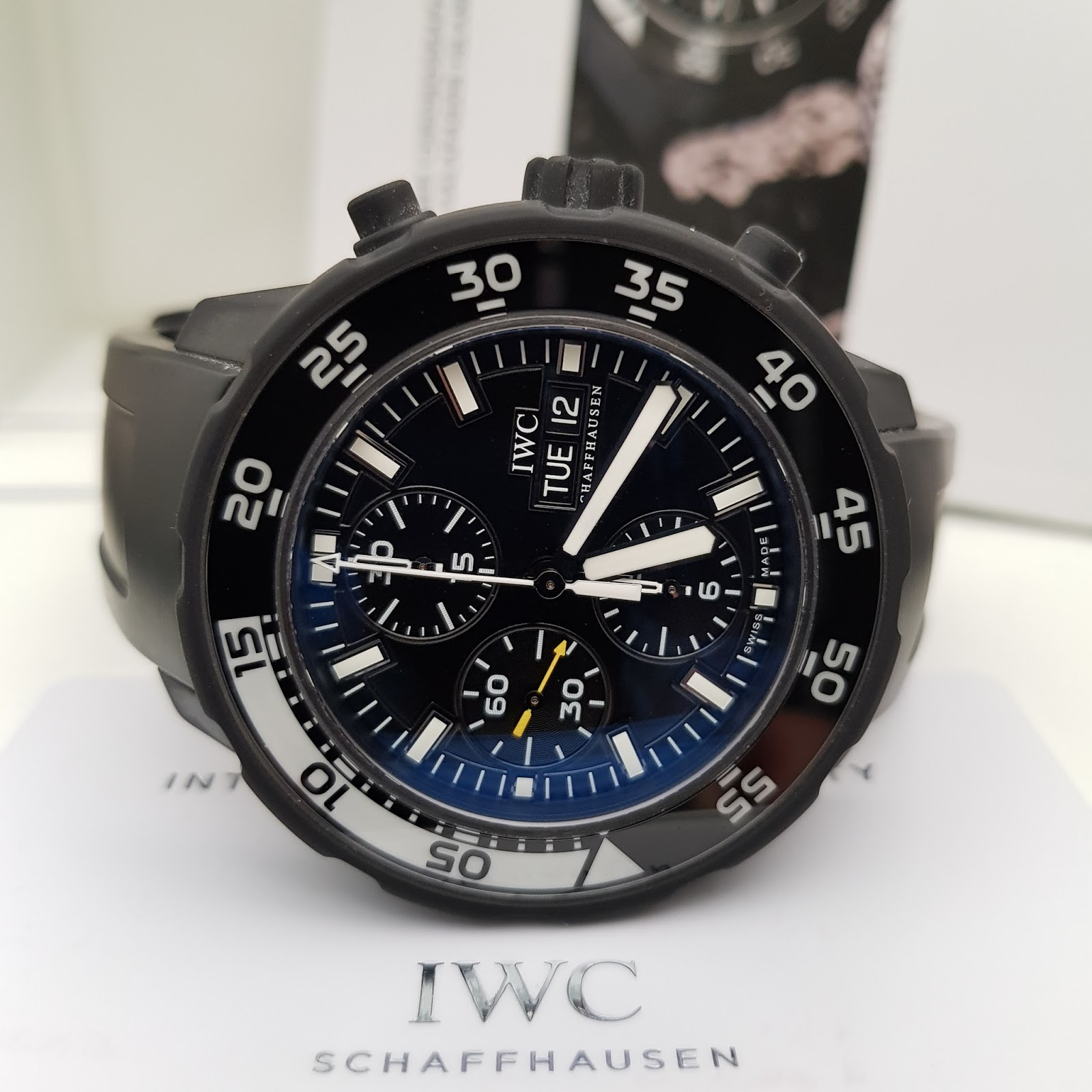 CASE RUBBER COATED STAINLESS STEEL WITH UNI DIRECTION BEZEL STRAP BLACK RUBBER WITH IWC STAINLESS TANG BUCKLE GLASS SAPPHIRE CRYSTAL