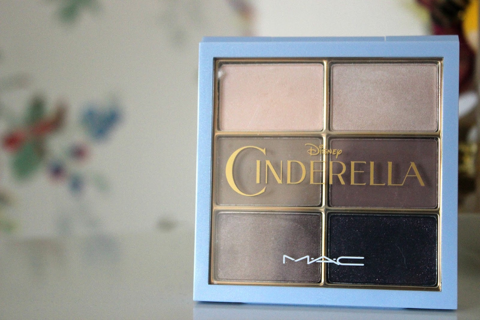 Review of the MAC Cinderella 'Stroke Of Midnight' Palette