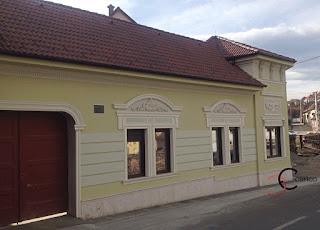 fatade case cu ornamente din polistiren realizate de coartco la poiana sibiului culoare verde si galben