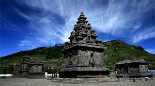 Candi Hindu di Dataran Tinggi Dieng