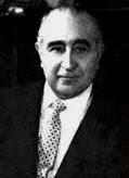 Retrato del compositor, a mediana edad, vestido con traje y corbata.