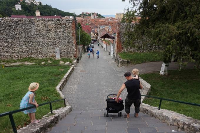 Lasten kanssa matkoilla /  Brasov, Romania / päiväretki Bukarestista