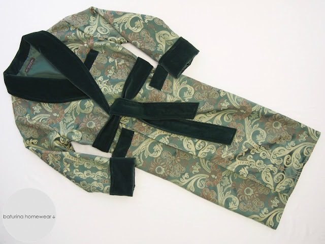Eleganter englischer Herren Morgenmantel grün dunkelgrün Samt Seide Paisley Blumen Muster edel Hausmantel lang warm gefüttert exklusiv.