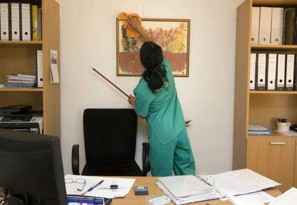 Pentingnya Memonitor Pekerjaan Cleaning Service di Kantor