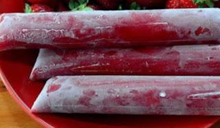 Imagem de geladinho de morango cremoso congelado pronto para consumo
