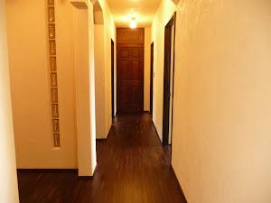 ローズウッド無垢フローリングの施工写真(廊下)
