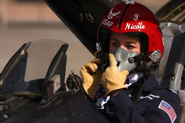 THE FIRST WOMAN WHO FLOW THE THUNDERBIRDS