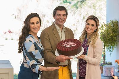 Nadja, Olivier e Beca com a torta (Crédito: Victor Silva/SBT)