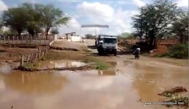 Rio Paraíba coloca enchente após chuvas no município de Monteiro