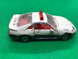 日産 フェアレディZ のおんぼろミニカーを側面から撮影